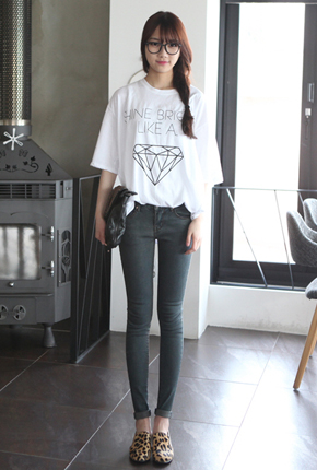 <FONT color=#f91305>Over 18,000</font> <BR> NA209 (25-34) <BR> Real Jeans