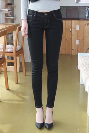 <FONT color=#f91305>Over 16,000</font> <BR> NA260 (25-34) <br> Basic Black napping Jeans