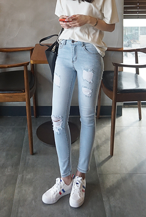 EJ116 (25-32) <BR> Girl Crush Jeans